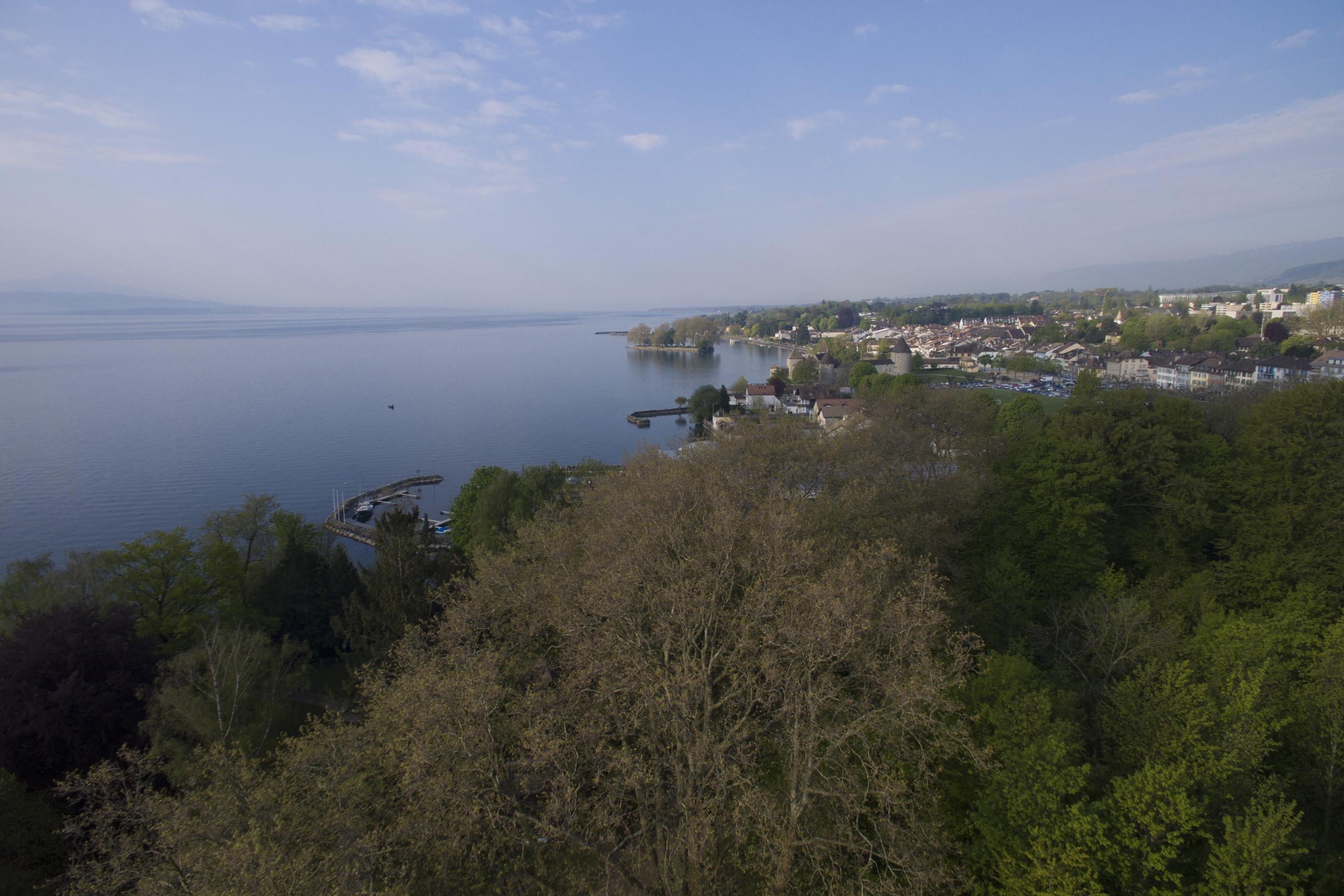 Vue aérienne en direction de Rolle en mai 2016. (© Didier Kessi - focales.ch)